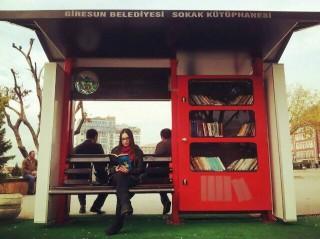 Giresun Sokak Kütüphanesi 320x239 Giresun Sokak Kütüphanesi sosyal medyada yayılıyor!