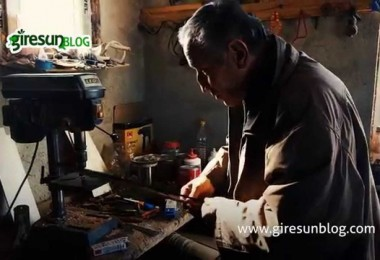 Görele Çavuşlu'daki kemençe ustası Enver Topal